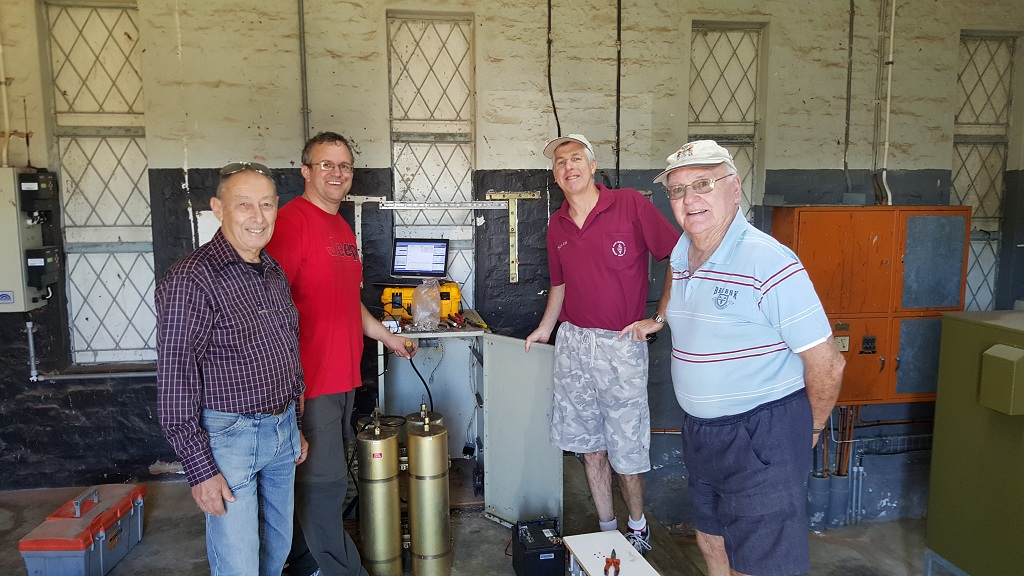 Fine-tuning. From left: Beat ZS1HB, Jan ZS1VDV, Chris ZS2AAW & Trevor ZS2AE