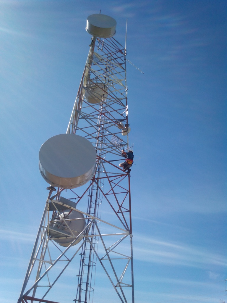 Mike ZS1TAF resealing the Riversdale to Villiersdorp link antenna connection.